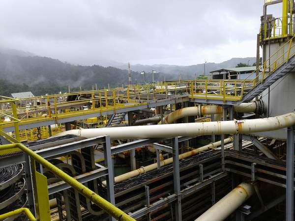 Pipa-pipa ini menyalurkan hasil prosessing ore menjadi konsentrat dan sisanya sebagai tailing